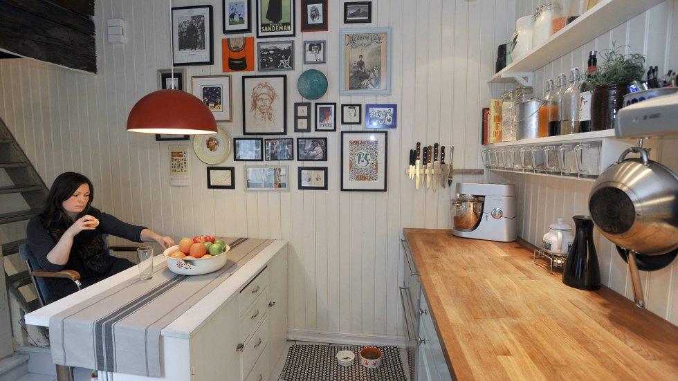 Jon-Arild Johansen og Gro Sivertsen bygde kjøkken og bad inn i bakgårdsdelen og beholdt original rominnredning i hovedhuset.