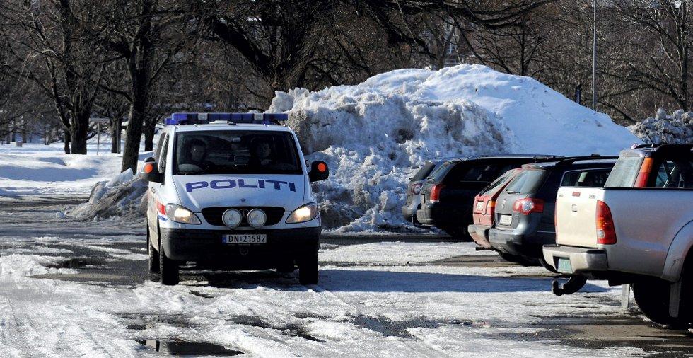 7. mars i fjor bortviste Sandefjord-politiet rumenere som overnattet i den røde Golfen på parkeringsplassen.