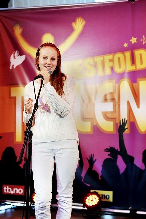Elise Næsgård fra Sandefjord var en av dem som var med under første kvelden av Vestfoldtalenter. Her er under opptaket i studioet i Mediehuset i går.