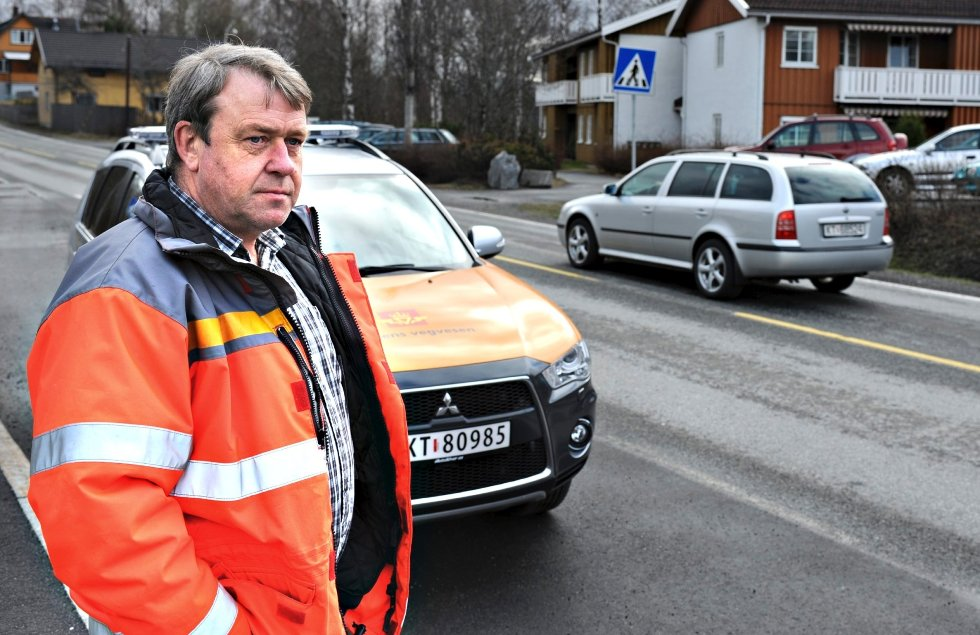 Ole Martin Raaen i Statens vegvesen ved fylkesvei 40 ved Solstad  (Foto: Ståle Weseth)