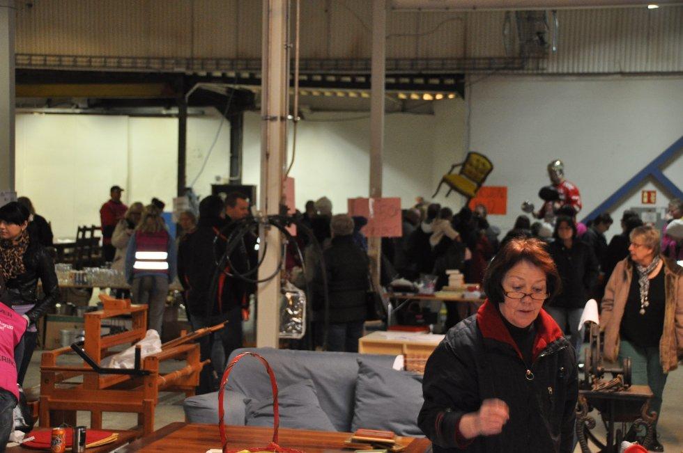 Stjernens loppemarked trakk mange mennesker lørdag.