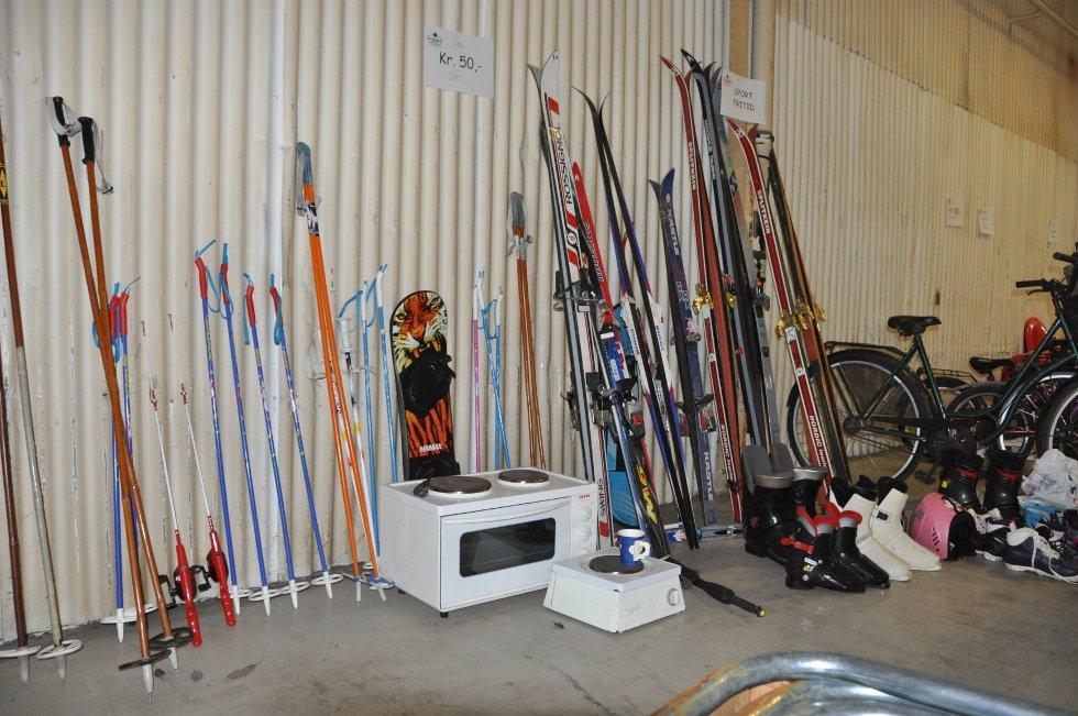 Nye, gamle ski? Eller en microbølgeovn? (Foto: Foto: Haukur Jansson)
