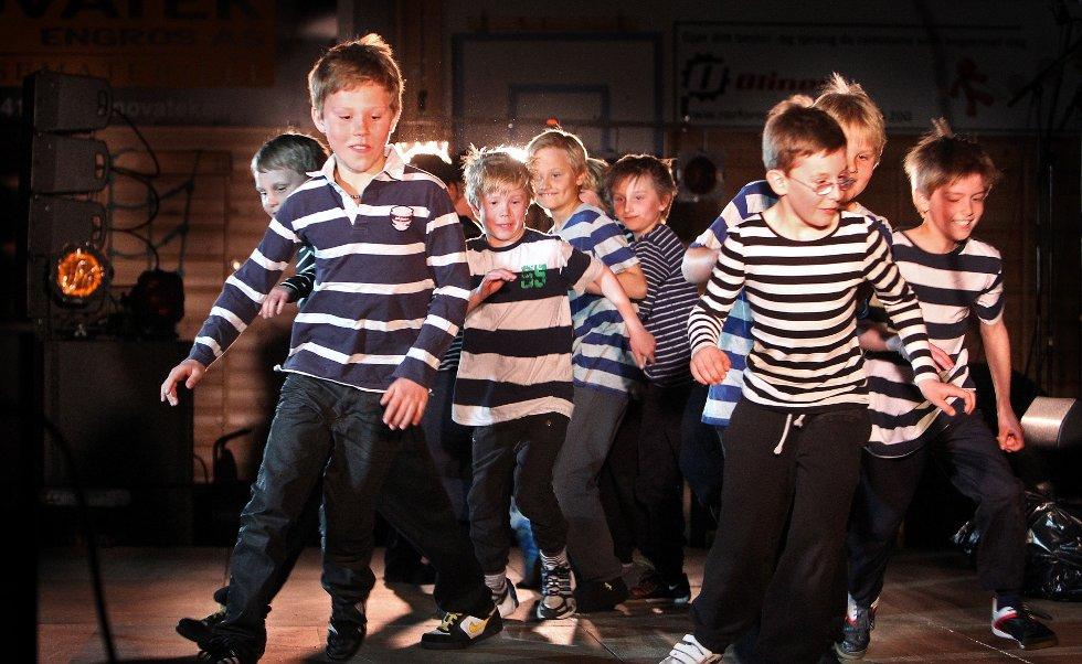 Ungdomsstyret til LAKK samarbeidet med The Cherity Crew, Lakk barnekor, Kor for Afrika og DanseakademietGG om en stor veldedighetskonsert i Larkollhallen.