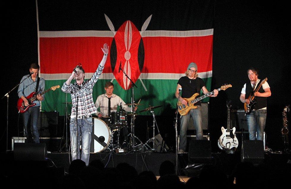 Ungdomsstyret til LAKK samarbeidet med The Cherity Crew, Lakk barnekor, Kor for Afrika og DanseakademietGG om en stor veldedighetskonsert i Larkollhallen. (Foto: Hansen, Geir)