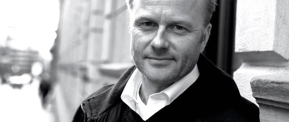 FOLKELIGGJØRE DET VANSKELIGE: Finn Skårderud brukes i NRK2s nyhetsprogram Aktuelt til å forklare og forstå Anders Behring Breivik. Skårderud er psykiater, professor og har skrevet en rekke bøker. Han er født i Rendalen, hvor han bodde til han var to år. Nå i voksen alder har han funnet tilbake til bygda hvor han driver reinsdyrjakt. Han bodde på Rena fra han var to til 12 år, da flyttet familien til Elverum, hvor han tilbrakte ungdomstida si. Han er bosatt i Oslo hvor han driver praksis som psykoterapeut.
