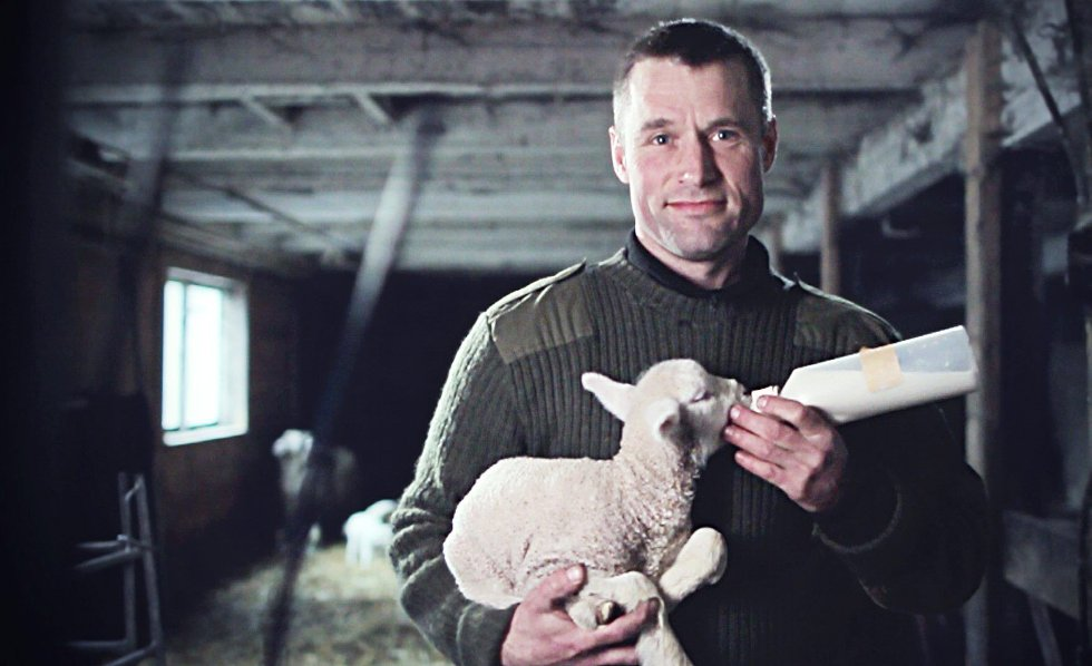 At André Ödegård fant kjærligheten med en annen bonde som skulle være med i programmet Bonde söker fru, har skapt store overskrifter i svenske aviser. Foto: TV4