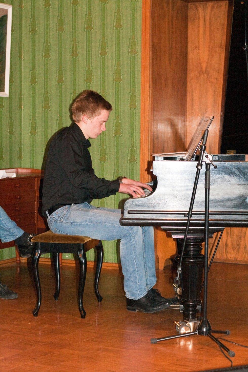 Carl-Jørgen Stensrud Bakke (16) fra Rakkestad fremførete et egenarrangert medley