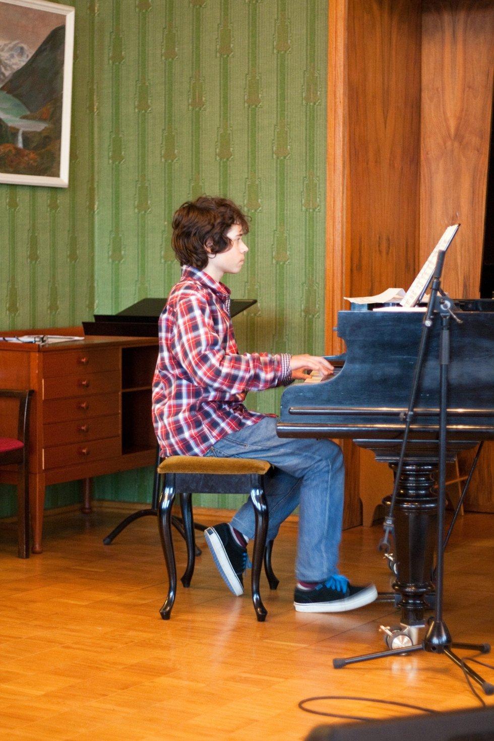 Victor Jankowski (15), fra Askim) spilte klassisk på klaveret.