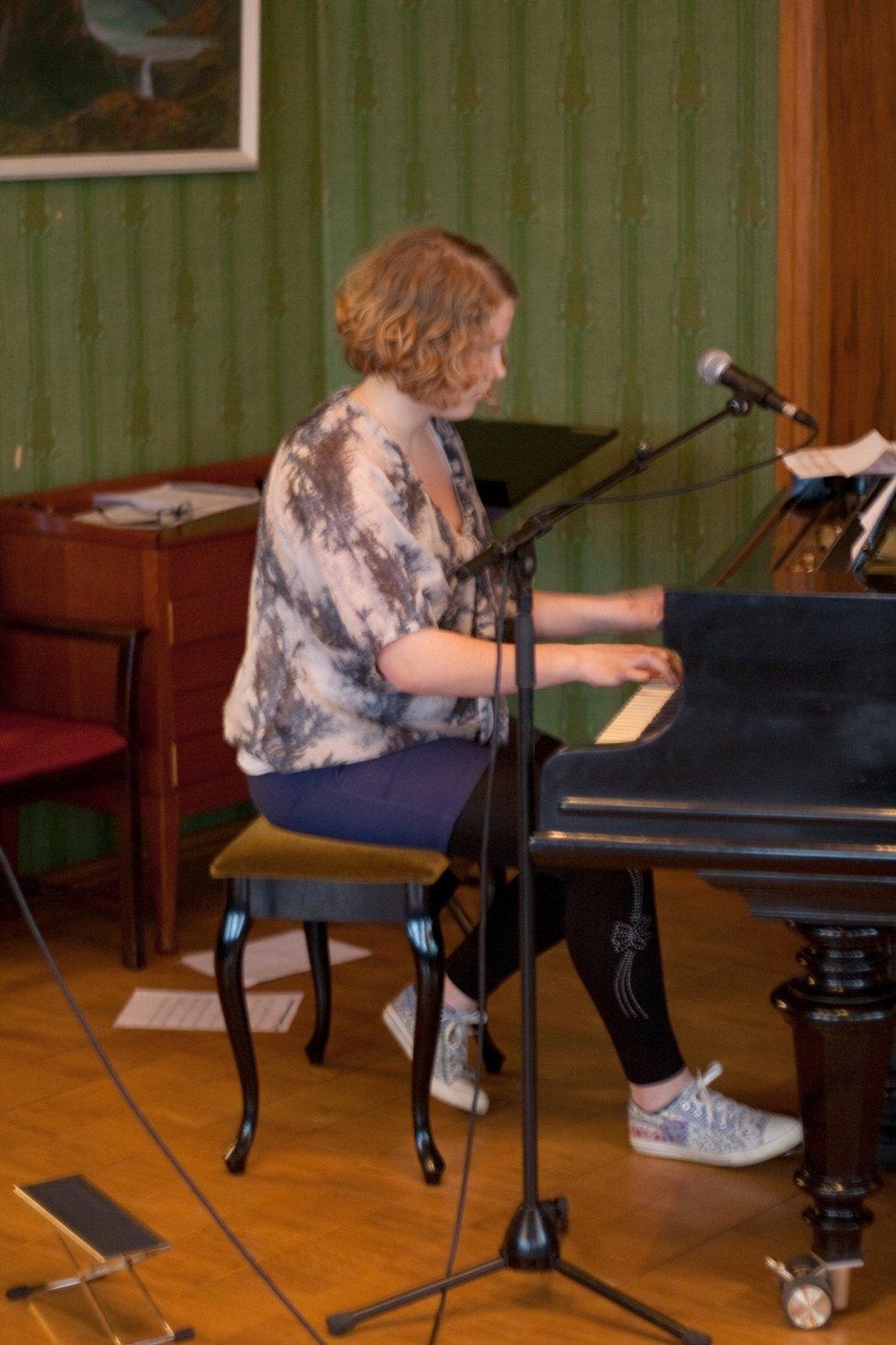Audhild Margrethe Ruud (14, Marker) spilte og sang.