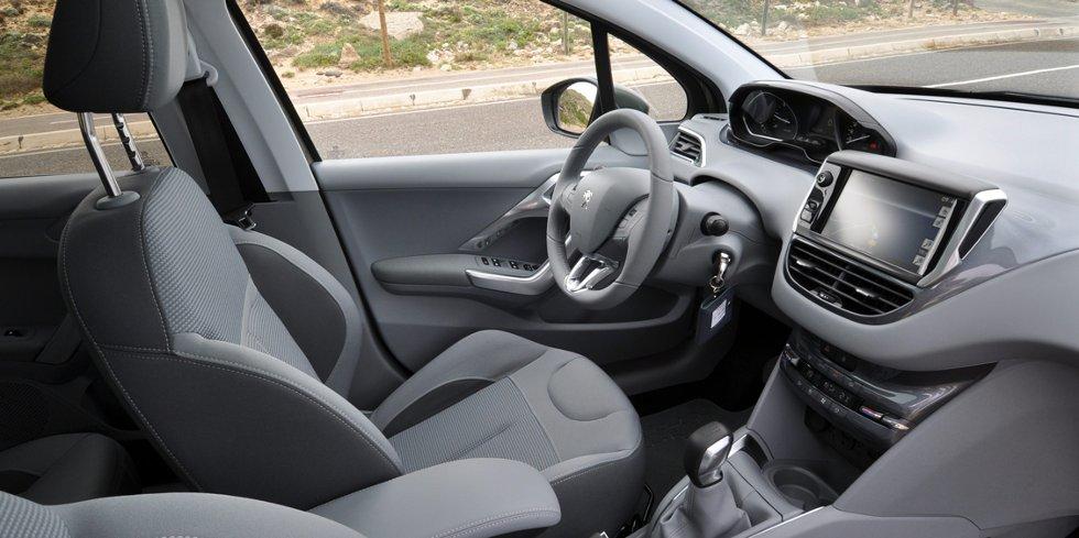 Til å være en liten og rimelig bil, oppleves interiøret påkostet.