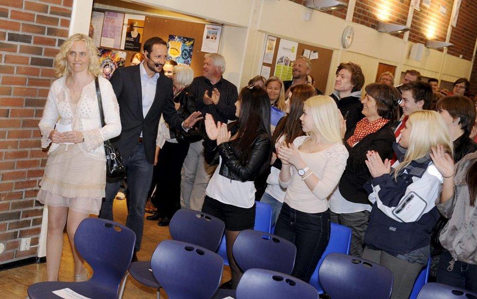 Kronprins Haakon besøkte Re videregående skole 3. mai 2012.