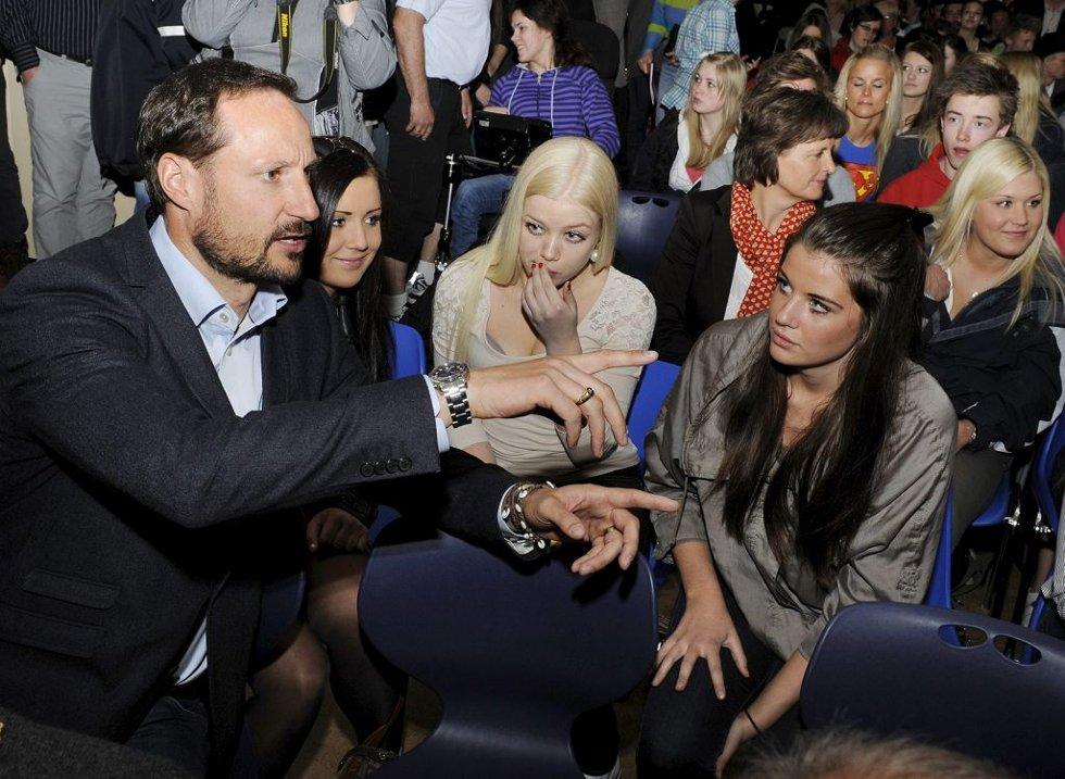 Kronprins Haakon besøkte Re videregående skole.