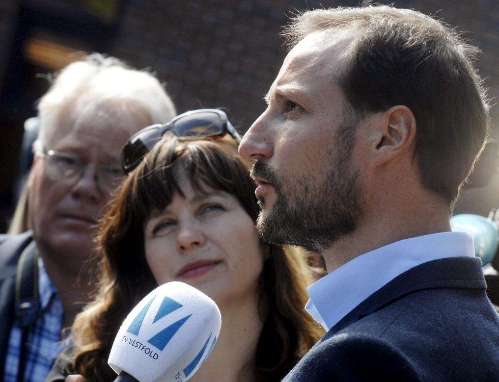 Kronprins Haakon besøkte Re videregående skole for å rette søkelyset på verdighet 3. mai 2012.