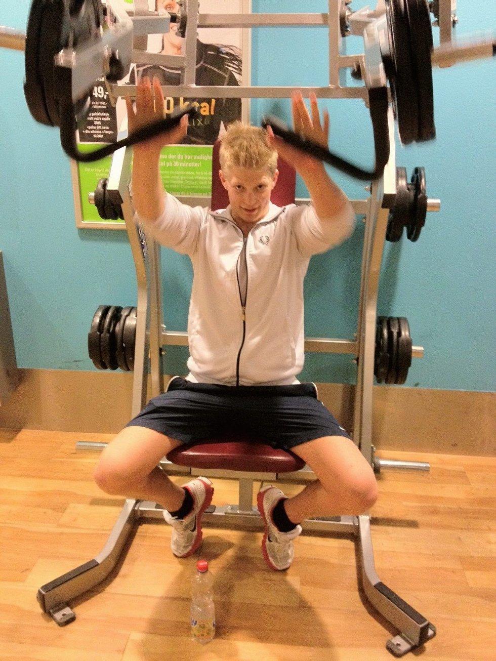 Vil bli sterk uten doping: Dennis Larsen Grüner vil trene seg opp på naturlig måte. Han mener bruk av anabole steroider burde forbys. Foto: Truls Naas