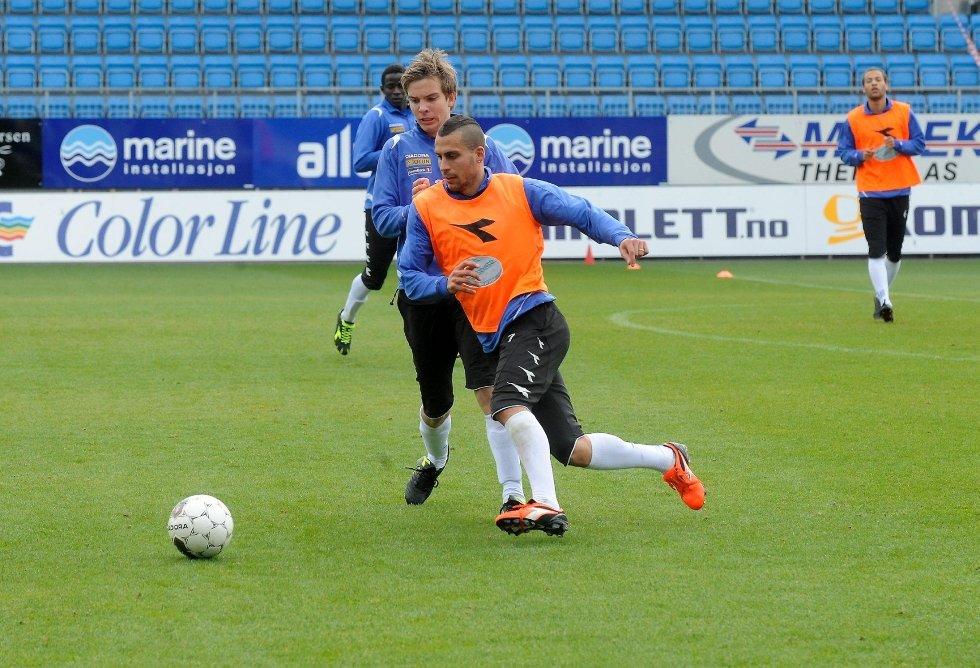 Panajotis Dimitriadis er klar fra start mot Kongsvinger. Henrik Gustavsen (bak) .