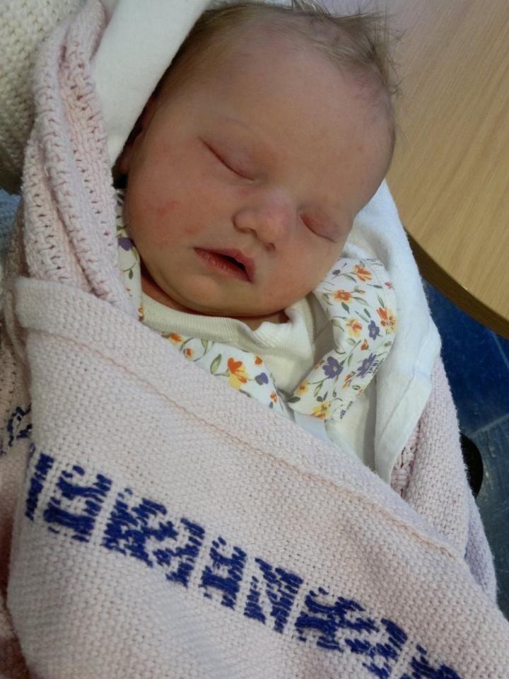 Den 29.04.12 kom endelig lille Thea Amanda til verden. Velskapt lita jente på 3370 gram og 49 cm lang. Cathrine Boge og Knut Erik Skaug er veldig stolte foreldre.