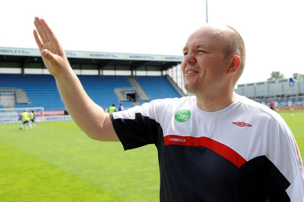- Det å spille på Komplett.no Arena vil sette en ekstra spiss på opplevelsen, sier spillerutvikler i Vestfold Fotballkrets, Espen Kirknes. (Foto: Kurt André Høyessen)