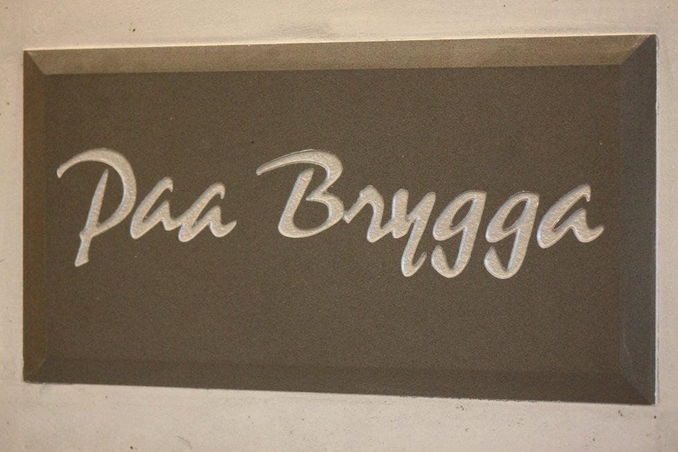 """Paa Brygga"" ligger ved bryggepromenaden."