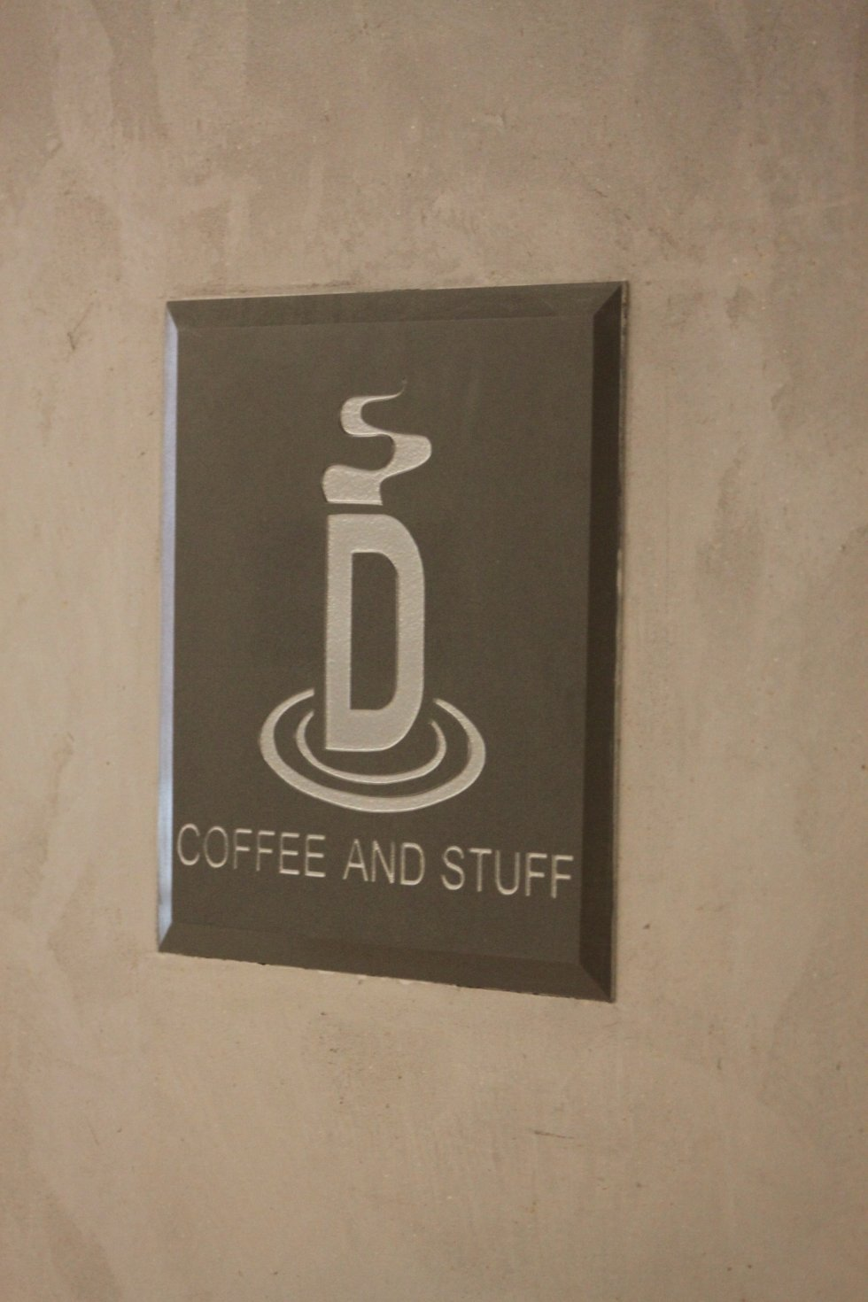 """Kaffebaren er lett å finne i """"alleen"""" som man kan gå gjennom fra Storgaten og ut på brygga."""