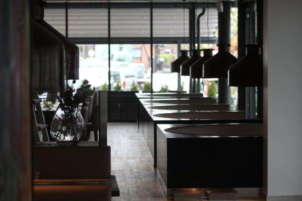 """Familierestauranten """"Paa Brygga"""" går over to etasjer. Her er litt av interiøret fra grunnplanet."""