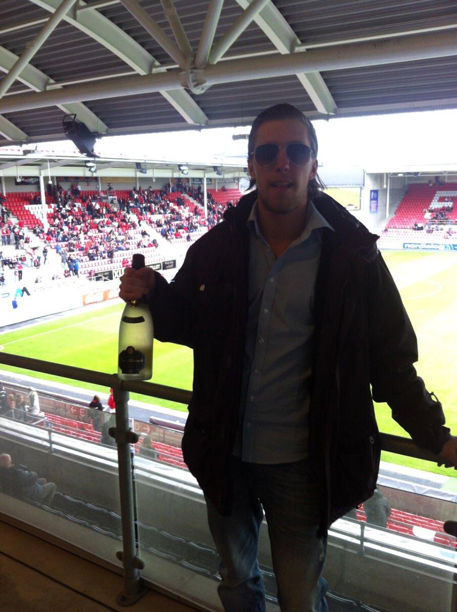 Christian Brevik jubilerer (og feirer) at han kommenterer sin 150. FFK-kam mot Haugesund søndag.