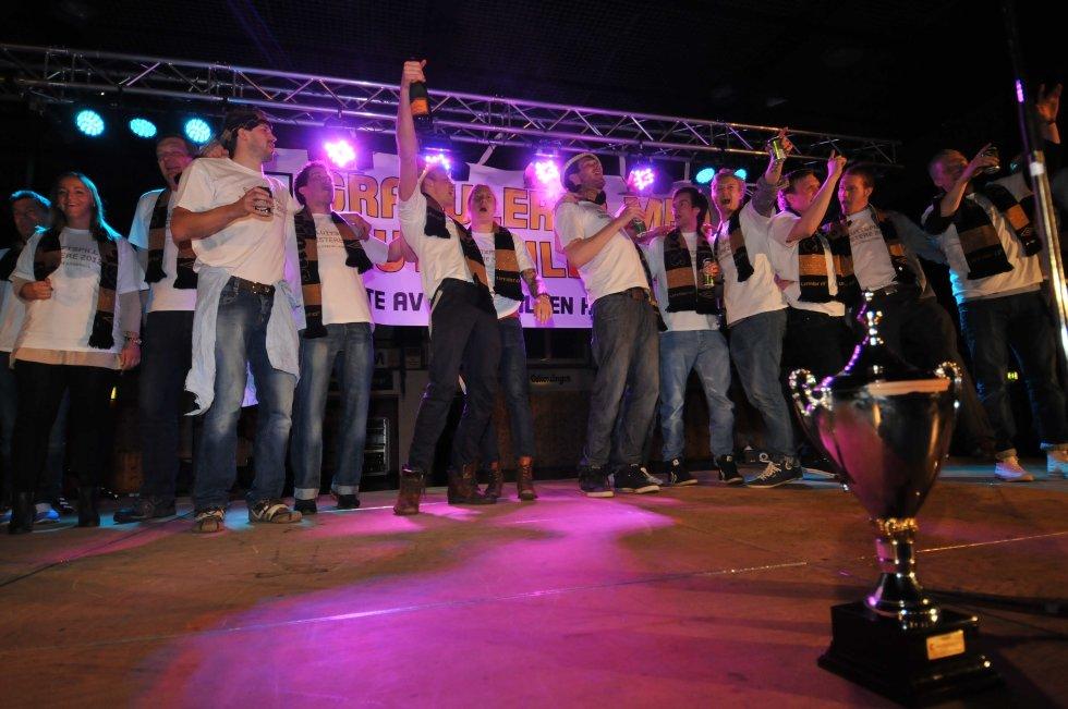 Elverums gullfest etter sluttspillgullet. Slo Haslum 61-60 over to kamper i sluttspillfinalen