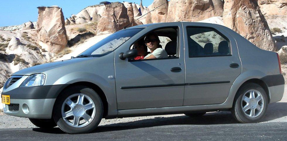 Logan (2004) var første helt nye bilmodell etter at Renault overtok styringen av Dacia.