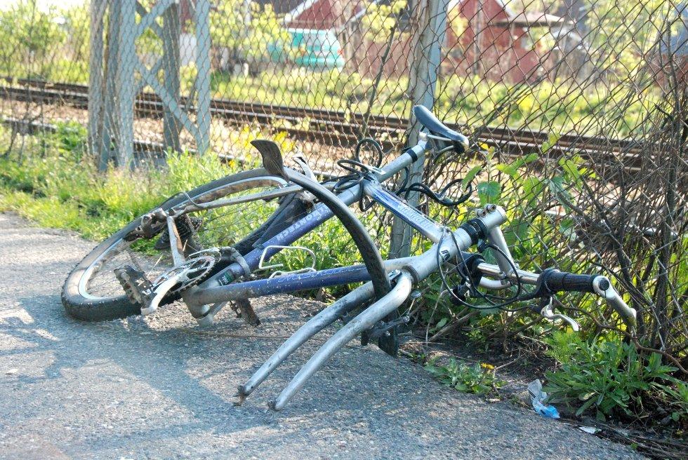 Slik ender mange av syklene ved jernbanestasjonen opp; Uten hjul.