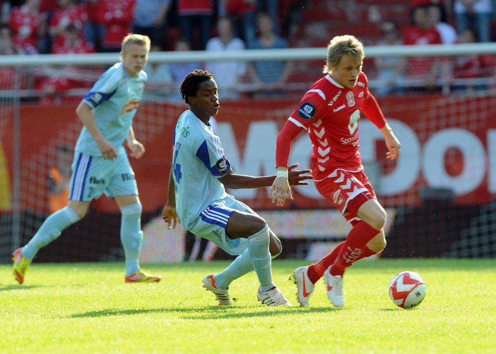 Khalifa Jabbie og Branns Fredrik Nordkvelle på Brann stadion onsdag kveld.