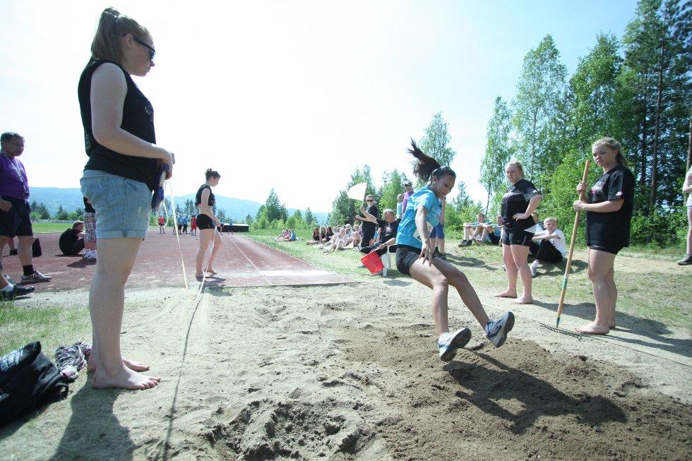 Ungdommen koste seg i sola under Buskerudmesterskapet av Tinestafetten 2012.