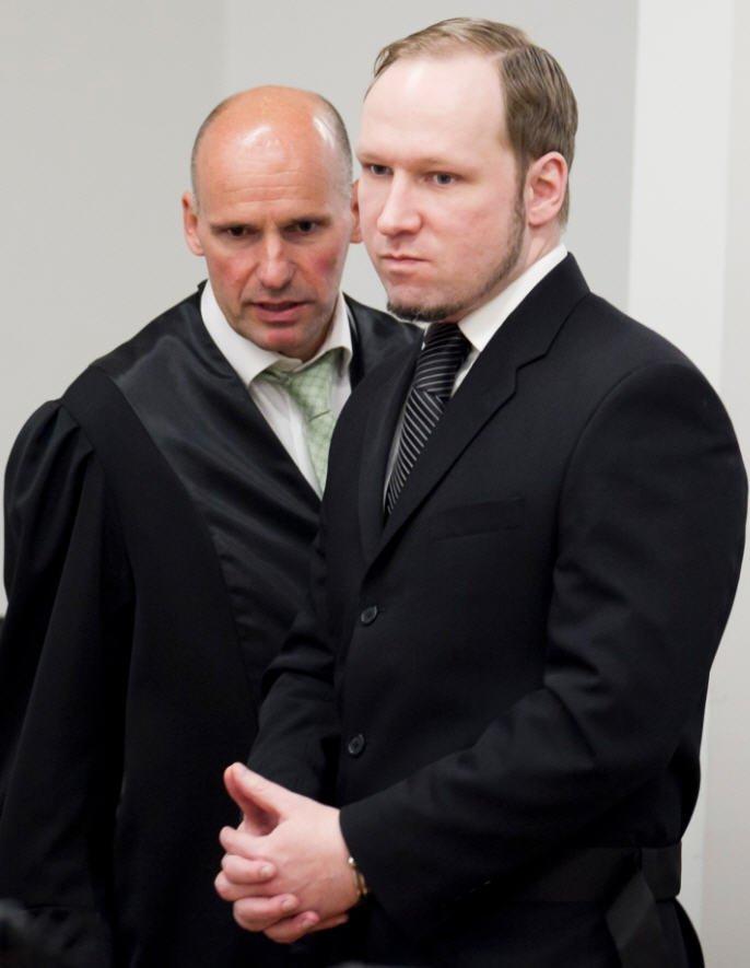 Forsvarer Geir Lippestad og Anders Behring Breivik i Oslo tingrett torsdag.