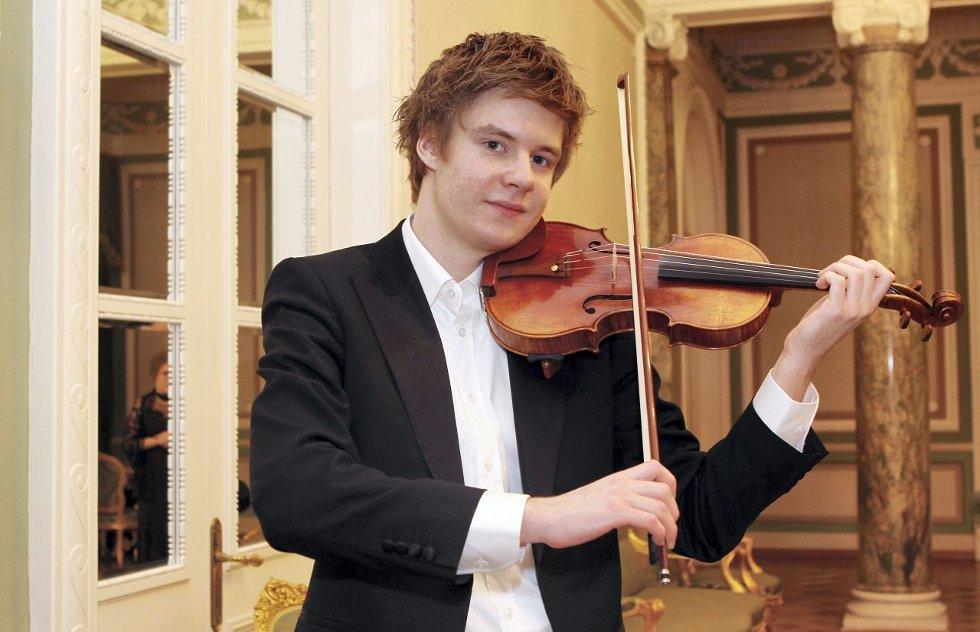 fiolintalent: 20 år gamle Christopher Tun Andersen er en av våre fremste fiolintalenter som er i ferd med å gå fra å være et kjempetalent til å bli en etablert fiolinist. Lørdag 26. mai spiller han i Sommerkonsertene i Drøbak kirke.