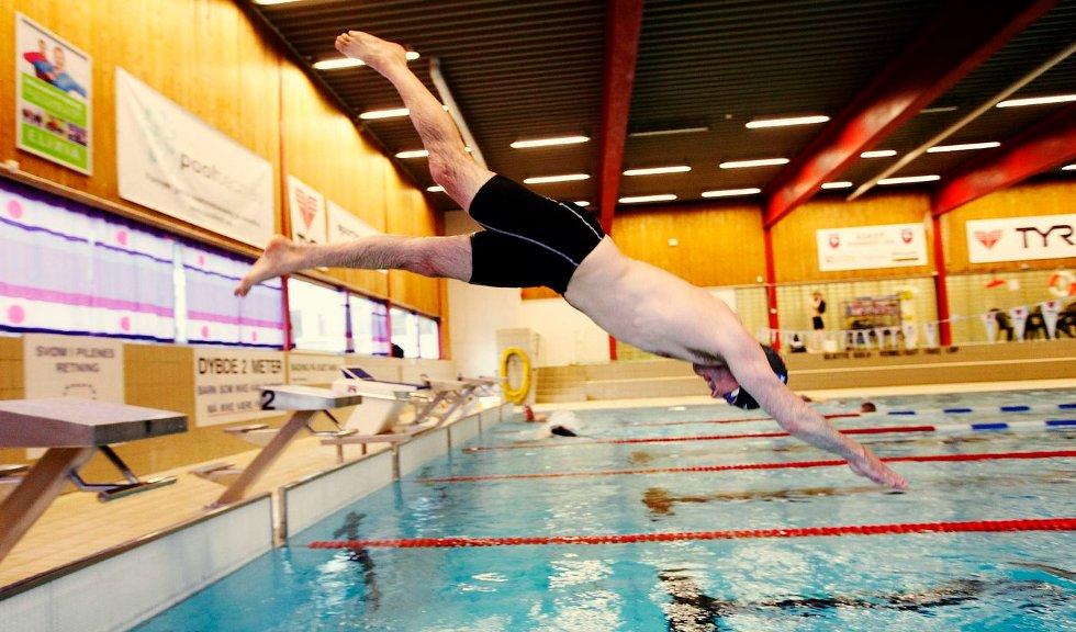 SPREK: Jon Guldbrandsen begynte å svømme i voksen alder. Nå står NM for tur. FOTO: ULF HANSEN