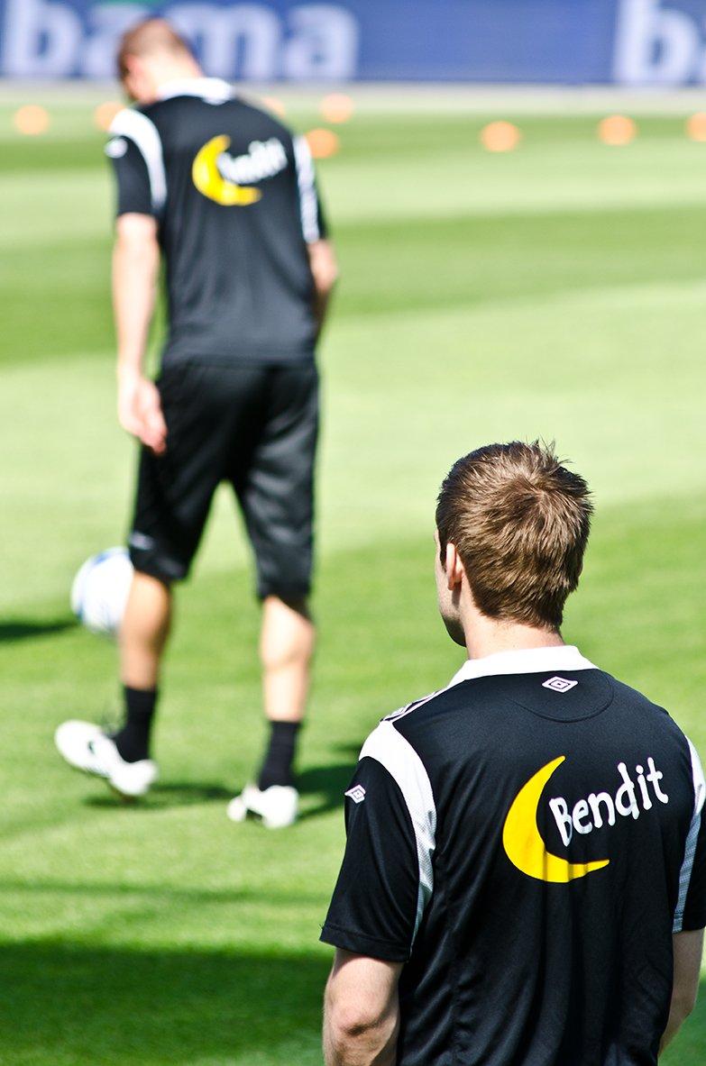 Kim André Madsen ble hentet inn da Celtic-spilleren Thomas Rogne måtte melde pass på grunn av en strekkskade. Madsen starter på benken lørdag, men kan komme inn for Brede Hangeland (i bakgrunnen) i løpet av de to kommende privatlandskampene.