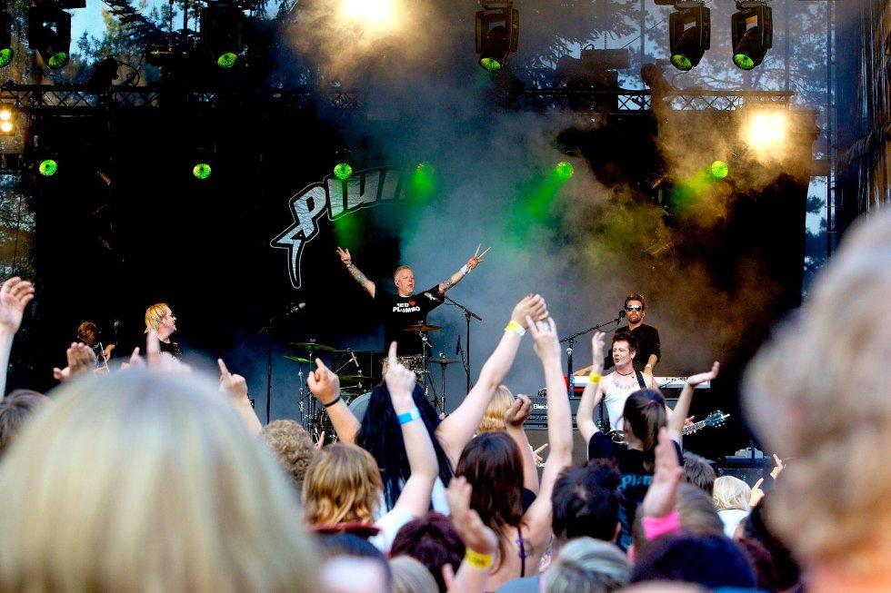 Vokalist Lars Erik Blokkhus, Tommy Elstad på bass, Hasse Rønningen på trommer og Glenn Hauger på trekkspill og fløyte leverte som lovet. Det ble god gammel Plumbo-stemning på Tønsbergmessen.