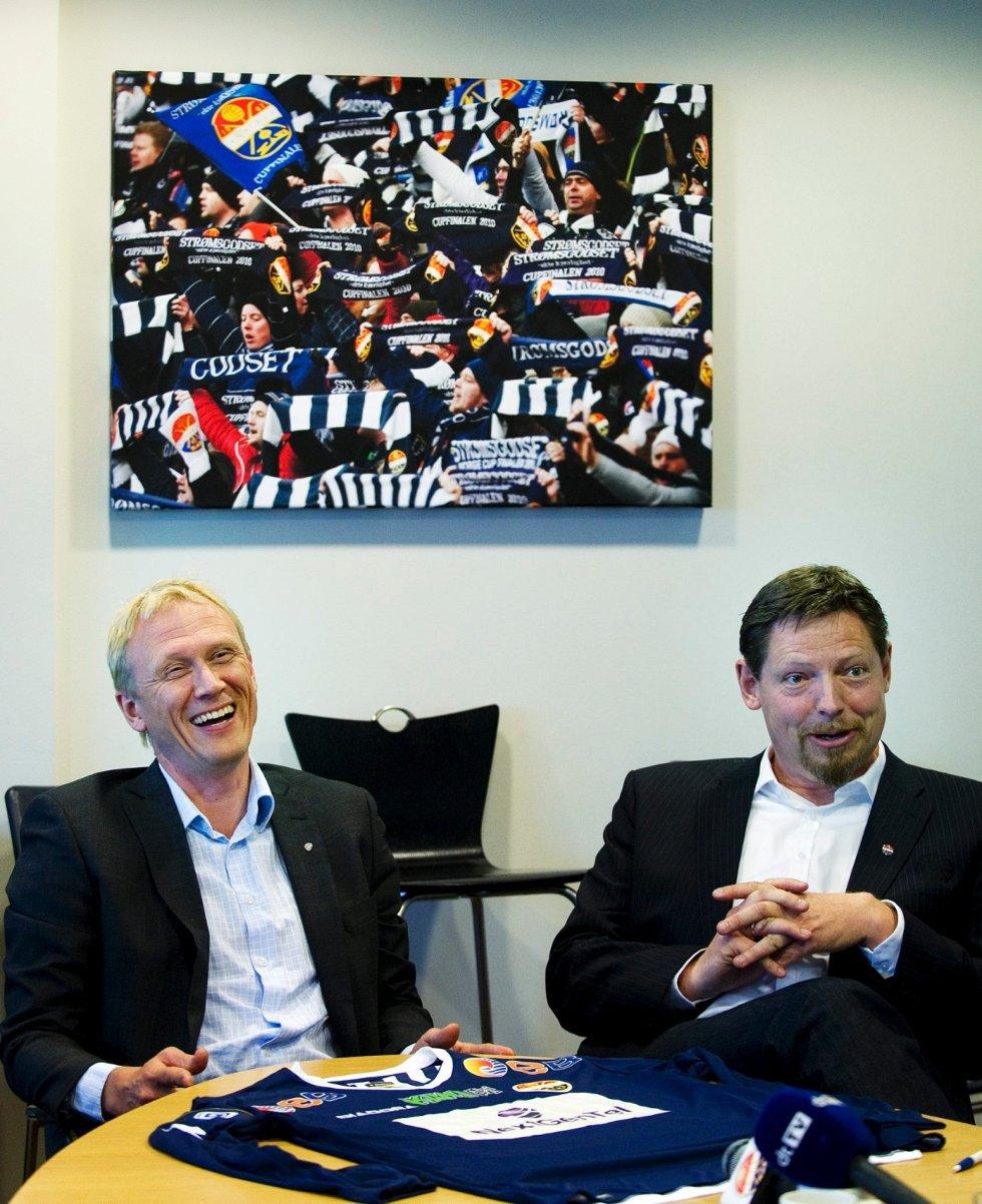 Next Gen Tel signerte i fjor avtale som Strømsgodsets hovedsponsor. Her representert ved adm. dir Rolf Barmen og daglig leder i SIF, Erik Espeseth.