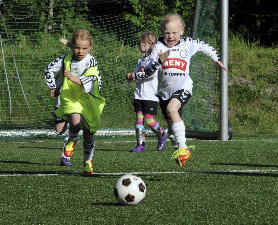 Aktivitetsturnering på Eik. Ingenting å si på innsatsen mellom Eik og Runar! Alle foto: Sven-Erik Syrstad