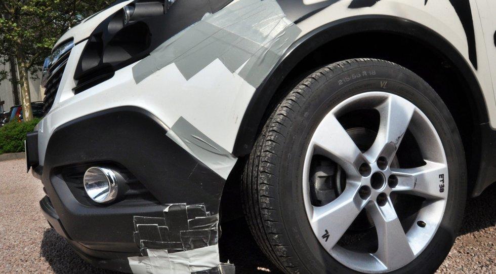 Gaffatape er undervurdert for å holde skadde karosserideler på plass.