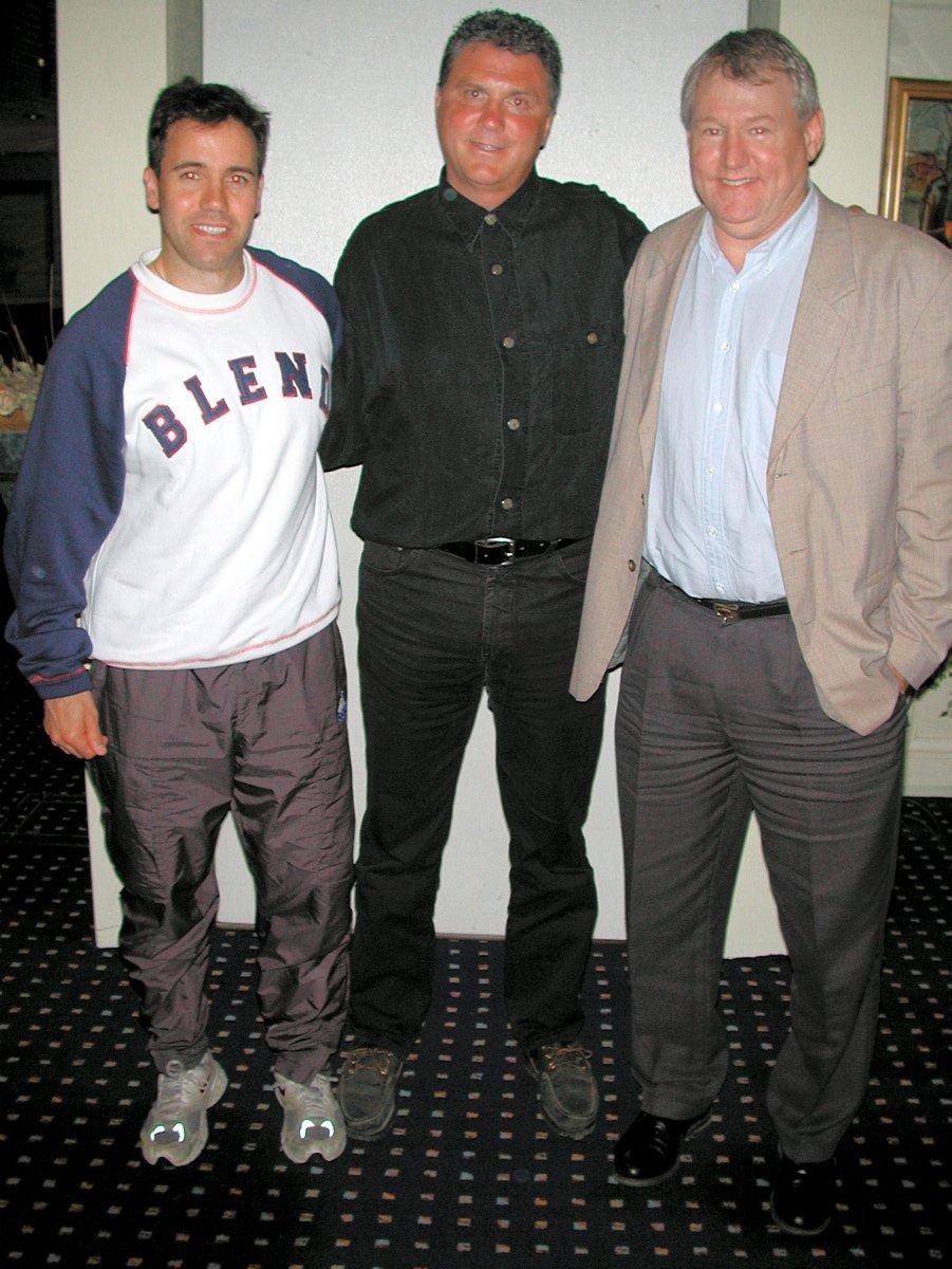 Tidligerere NHL-proff Rob Barnes fra Canada er engasjert som konsulent for Stjernen: Trener Darren Treloar (t.v) og leder Reidar Sundt (t.h) er glad for at de har lykkes å knytte til seg en anerkjent kapasitet. Foto: Jørgen Michalsen, 28.05.2002