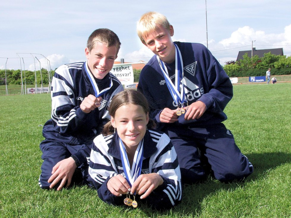 FIF arrangerer Fredrikstad lekene på Sentralidrettsanlegget på Lisleby: Ivar Bjørland (f.v), Karoline Broks og Anders Høyum. Foto: Anette Torjusen, 26.05.2002