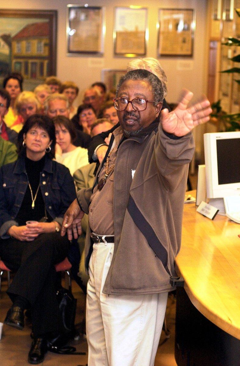 Fredriksstad Blad og reisebyrået Temareiser arrangerer møte i FBs ekspedisjon med Lionel Davis som satt fengslet på Robben Island i Sør-Afrika. Foto: Geir A. Carlsson, 28.05.2002