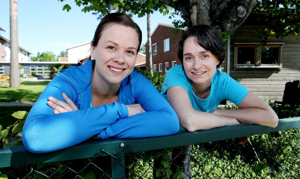 TAR GREP Fysioterapeutene Thea Davidsen (til venstre) og Ellen Koch ønsker velkommen til Frisklivssentralen i Rygge for alle som har et ønske om å endre sin egen helse til det bedre.