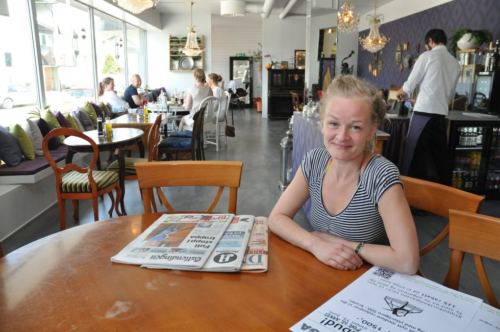 TØFF START: Cathrine Næss innser at folket i Elverum ikke renner ned dørene i restauranten Matglede, som drives av selskapet Mat-Glede AS. Hun er likevel optimist, og håper på at trenden snur før det er for sent.