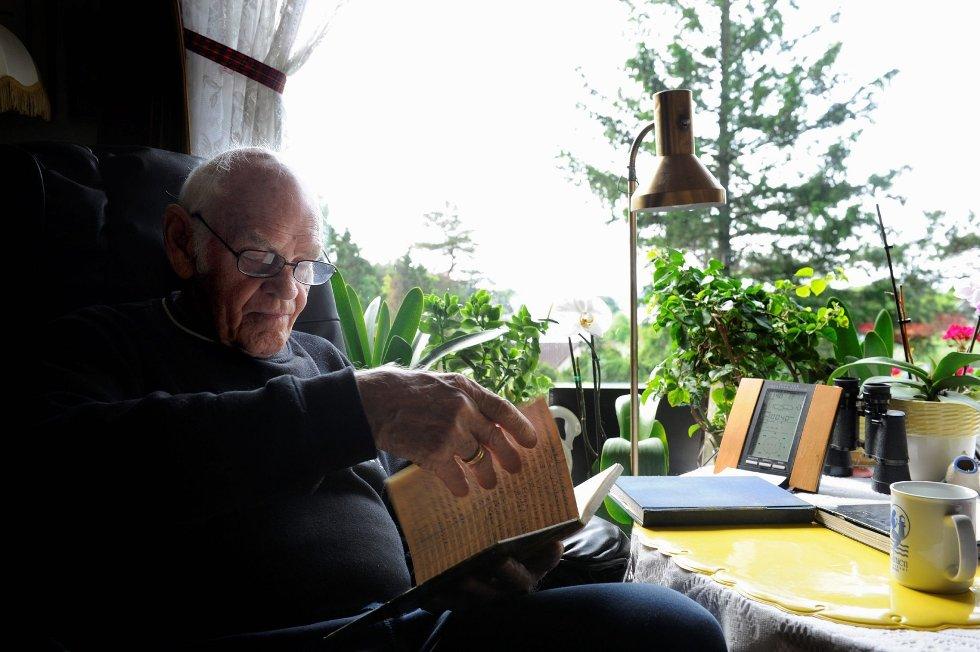 I hele 35 år har Leif Helland (79) på York ført værstatistikk. – Jeg holder på med min femte bok nå, og skal snart begynne på min sjette, smiler han.      FOTO: KURT ANDRÉ HØYESSEN