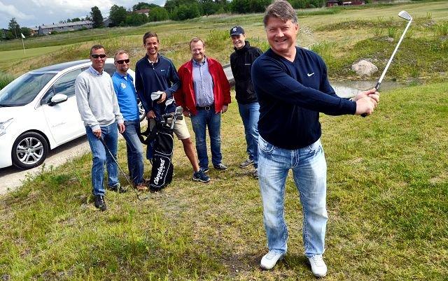 Ørjan Løvdal (foran) er klar for FB Open i golf. Bak fra venstre: Knut Anders Blystad (Fredriksstad Blad), Jon Øivind Beck (Fredriksstad Blad), Lars Petter Brovold (Gamle Fredrikstad Golfklubb), Joakim Larsen (Bertel & Steen), Ole Kristian Olsen (Pioner Boat).