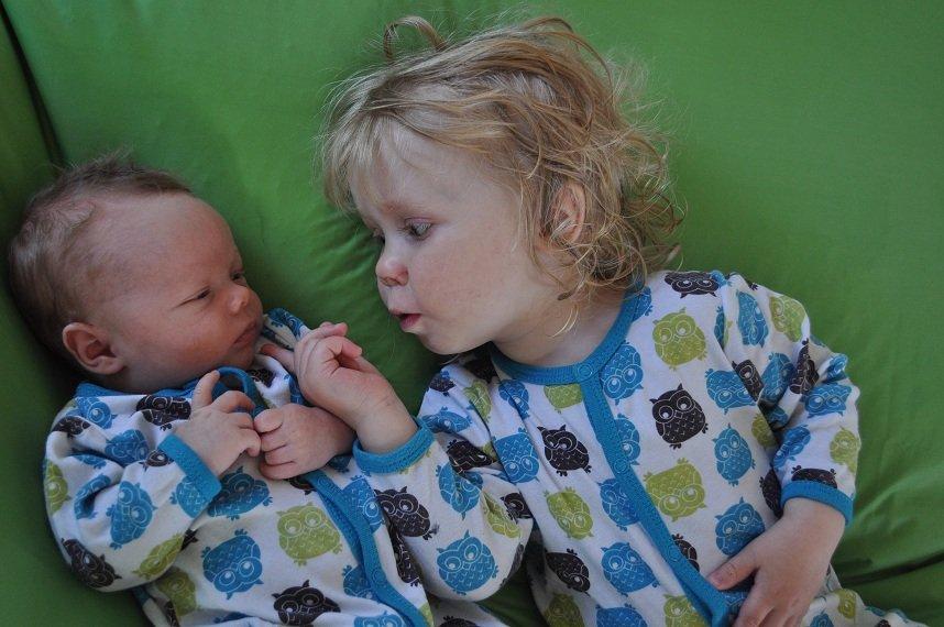 Den 30.04.12 kom lekekameraten min, Oliver, til verden og jeg ble endelig storesøster til verdens skjønneste bror, Linnea. Mamma Kirsti Stengrundet og Pappa Petter Nodeland er stolte tobarnsforeldre.