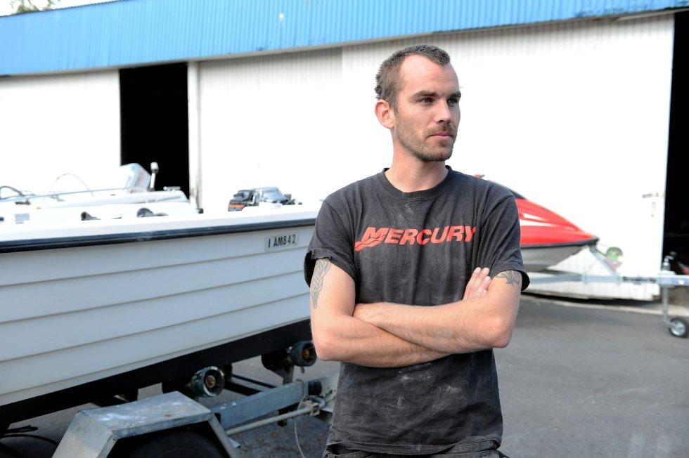 Morten Glavin er daglig leder for Glavin & Strømøy Båtverksted AS i Hegnaveien 8. Han forstår at næringsdrivende flytter ut av sentrum på grunn av plassmangel, men taler likevel varmt for å forsøke å bevare aktiviteten i det som er dagens sentrum. Selv er han avhengig av stor plass for å kunne drive hensiktsmessig. Foto: PER LANGEVEI