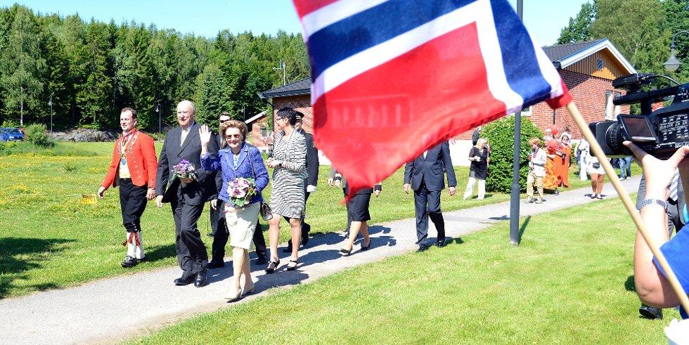 Fylkesmann Erling Lae, kongen og dronningen.