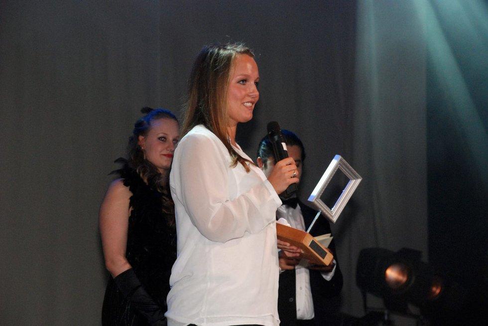 PIXELPRISEN: Sandvika VGS bragte Hollywood-glamour til Sandvika med sin egen prisutdeling Pixelprisen for skolens elever som hadde utmerket seg innen media i 2012 FOTO: THERESE HEMB MYREN. (Foto: )