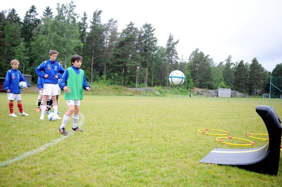 GØIF. Barneidrett. Fotball. Barnefotball. Aktivitet.      Benjamin Jahren Andersen på øvelsesvegg med ball. FOTO: Anders Mehlum Hasle